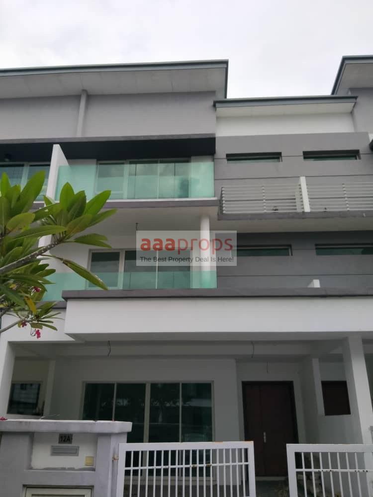 Triple storey link house Taman Denai Puchong Jalan Denai 1 Puchong