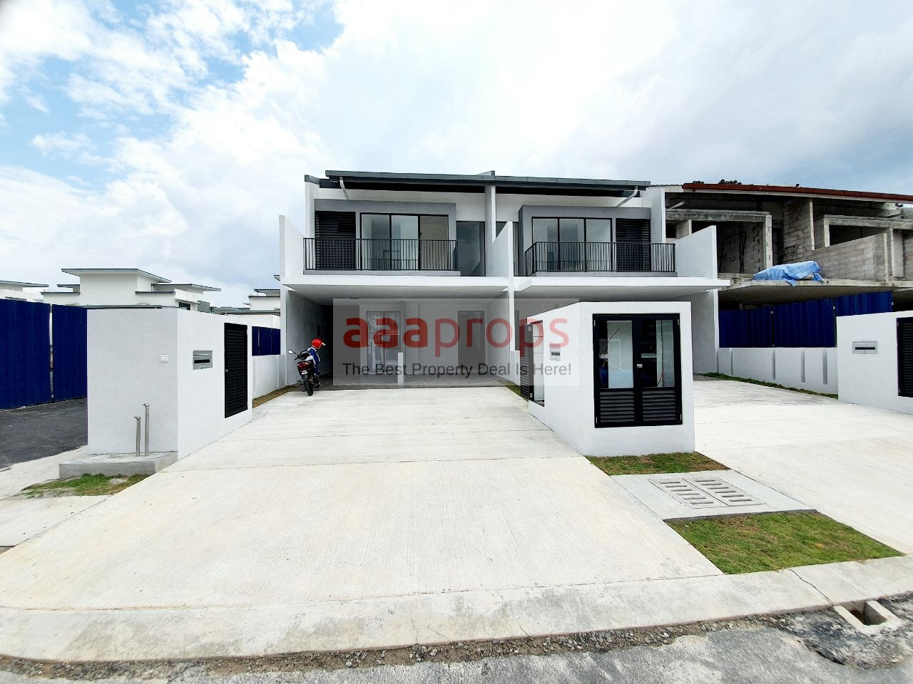NEW LANDED HOUSE GATED GUARDED AND CLUBHOUSE NEARBY UKM BANGI